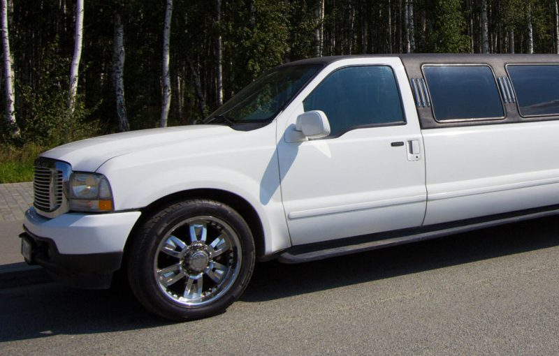 Лимузин Ford Excursion White 26 мест
