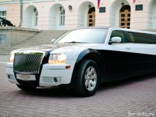 Лимузин Chrysler 300C Black&White 20 мест