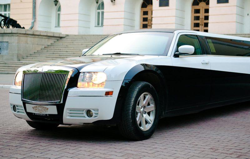 Лимузин Chrysler 300C Black&White 20 мест