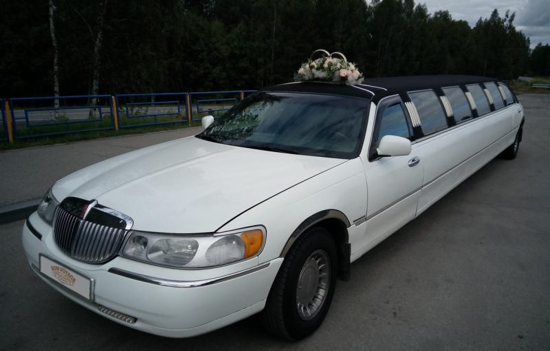 Лимузин Lincoln Town Car 14 мест