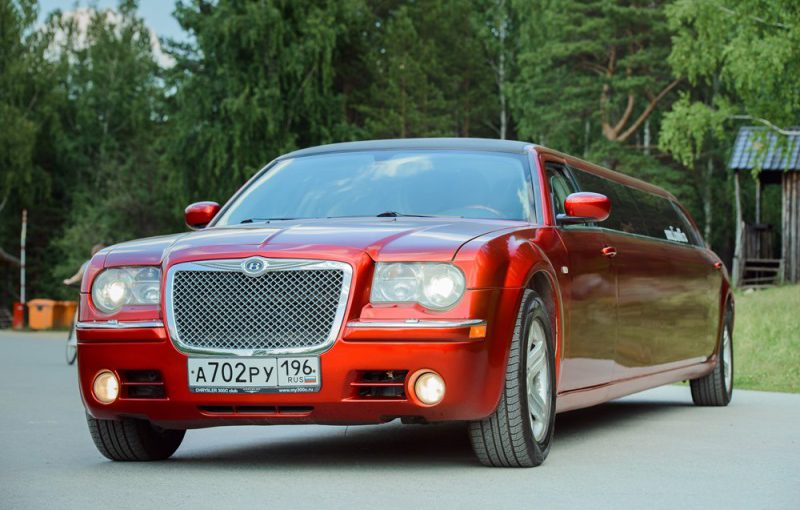Лимузин Chrysler 300C RED 10 мест